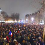 des milliers de manifestants en soutien à Charlie Hebdo