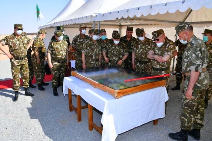 Le Général Saïd Chengriha supervise un exercice militaire à munitions réelles contre le Coronavirus près de Tindouf. Du jamais vu !